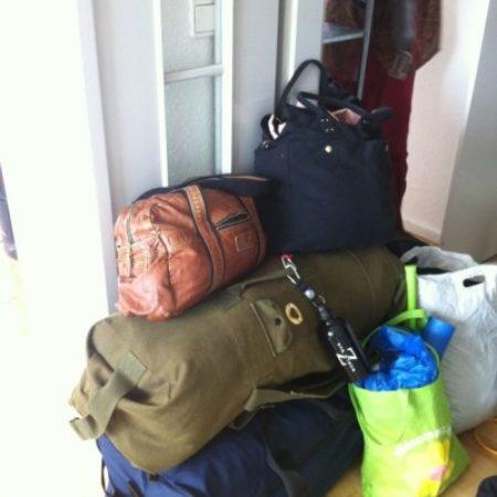 Die Taschen sind gepackt - für die Gäste von der Stadtmission Bahnhof Zoo. Credit: Gersin Paya
