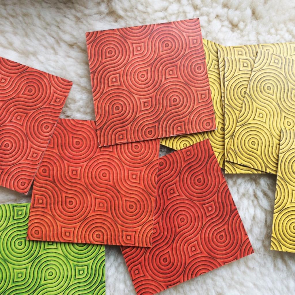 Grün, gelb, rot: Das Kartenset ist in drei Schweregrade eingeteilt