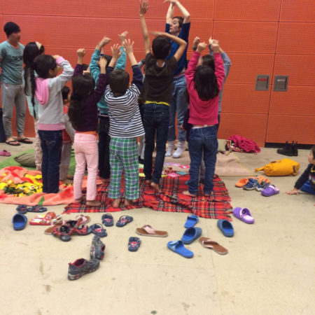 kinderyoga mit fluechtlingen