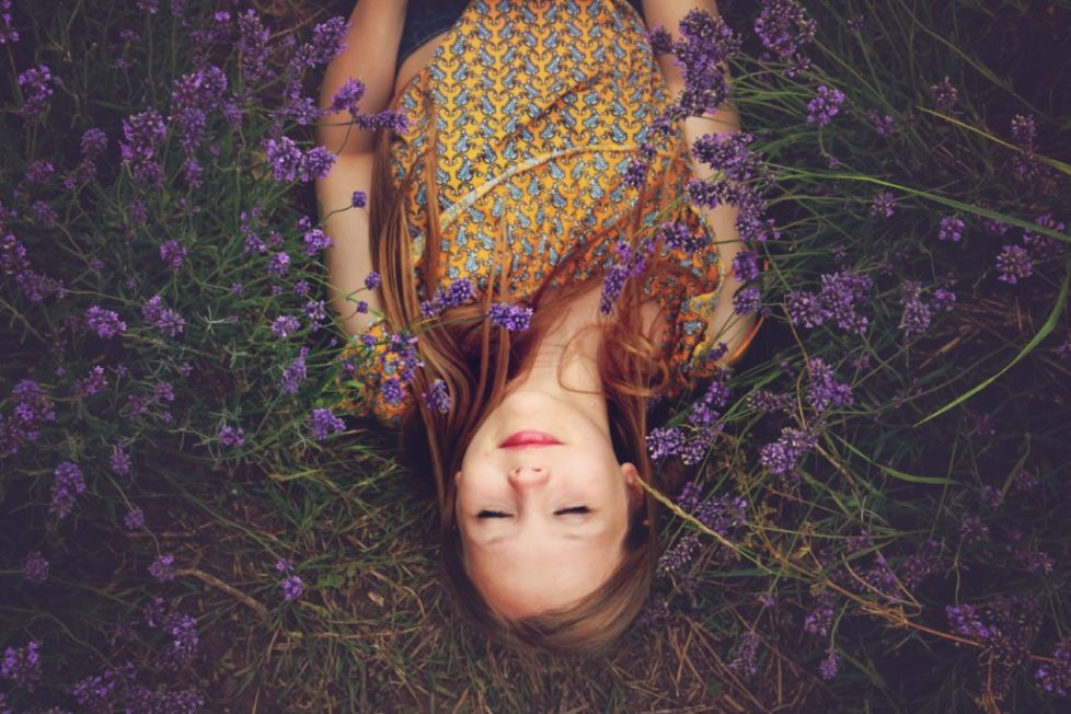 Teenager mit Blumen
