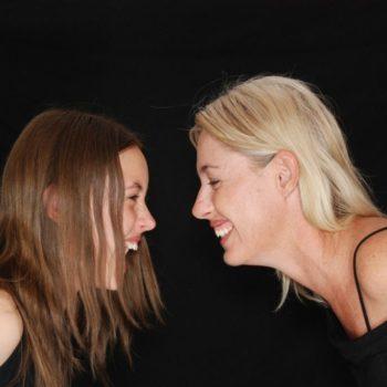 Mutter und Teenagertochter Yoga Workshop